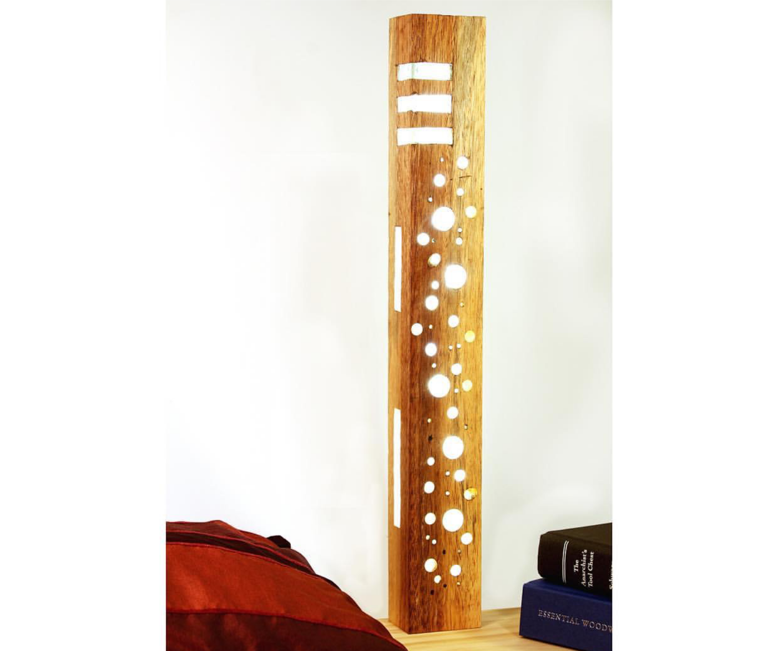 Make a resin and LED lamp with handtools