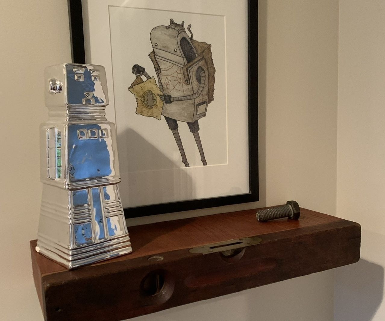 A Level Shelf - an Easy-to-Make Floating Shelf Made From a Vintage Level
