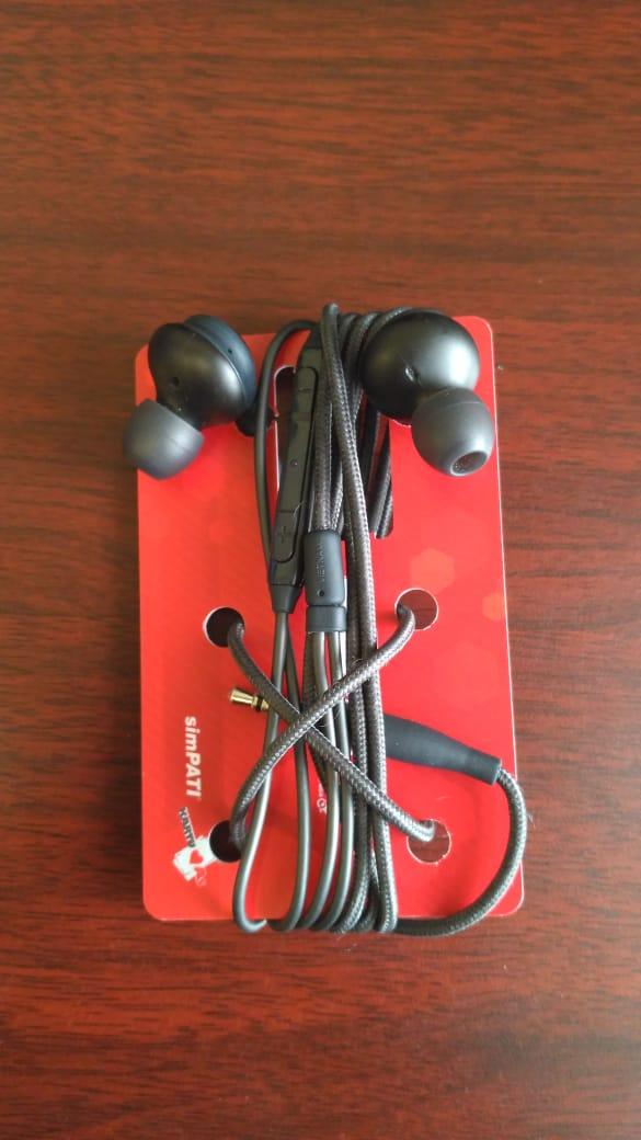 Simple Earbuds Organizer