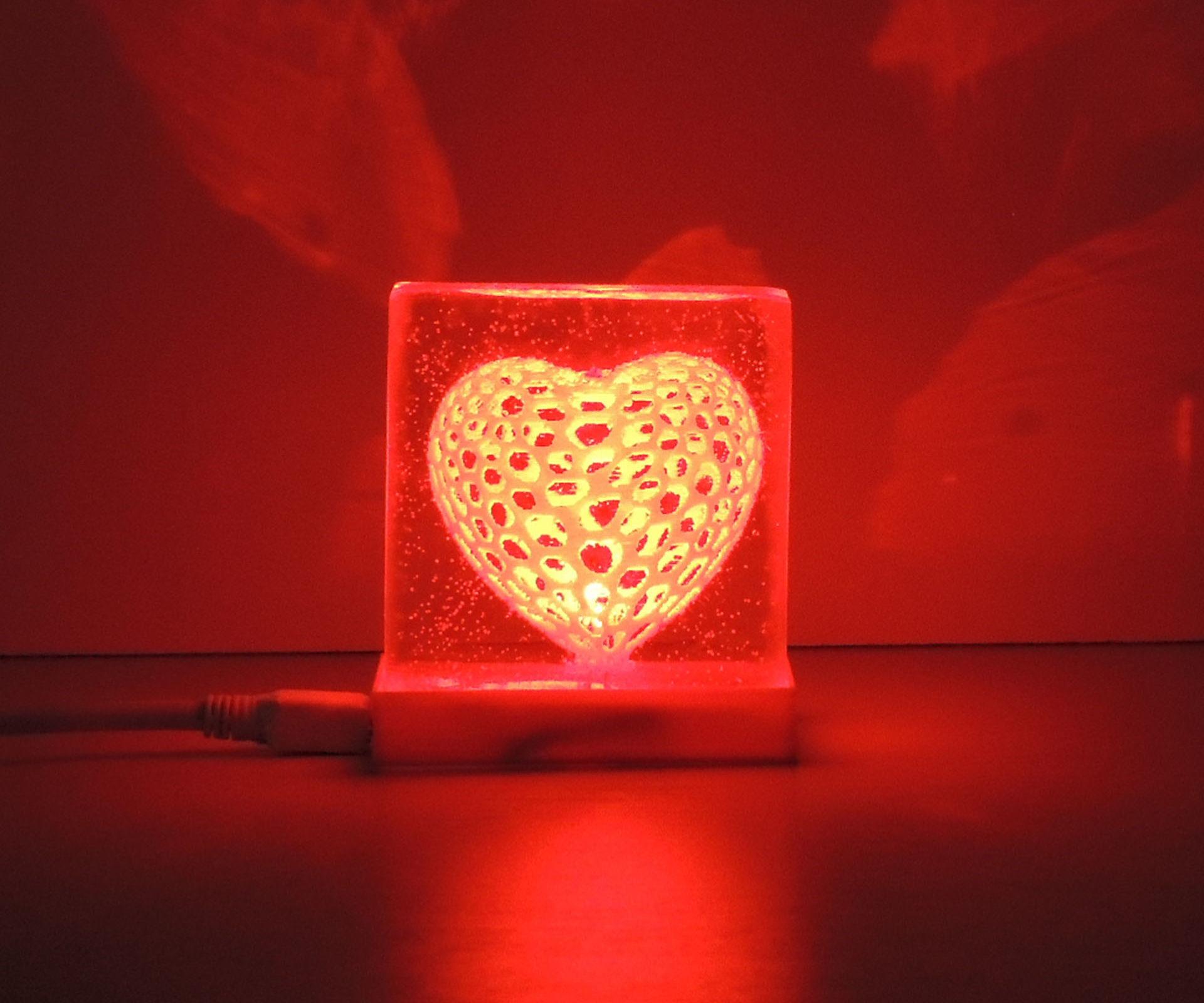 VORONOI HEART LAMP