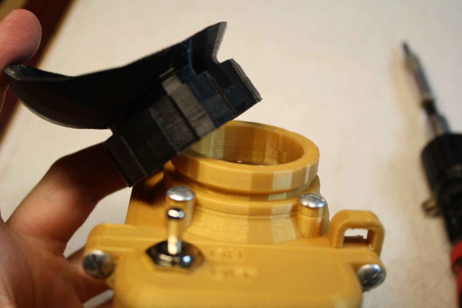 Installing the Eyepiece Lens
