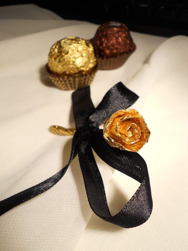 How to Make a Rose Out of Chocolate Wrapper